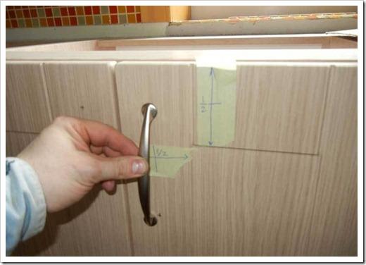 Как не повредить мебель при установке ручки?